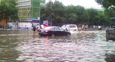 河南遭遇特大暴雨 网络谣言四起 造谣传谣者要承担哪些法律责任?